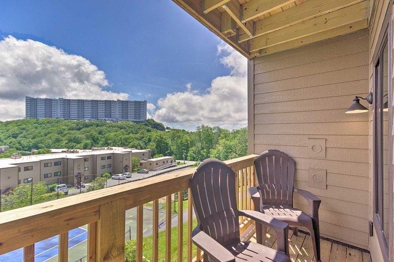 Blue Ridge Mtn Resort Condo w/ Fireplace+View, location de vacances à Linville