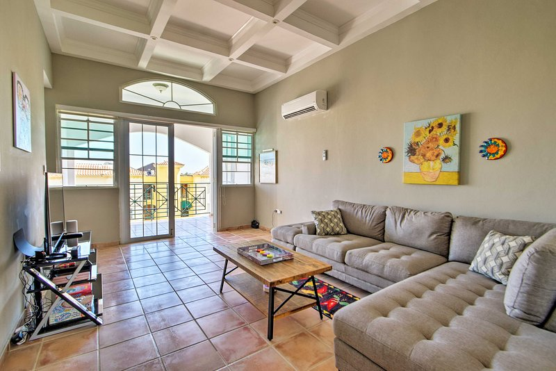 Penthouse Condo - 1 Mi to Playa Cerro Gordo!, vacation rental in Manati