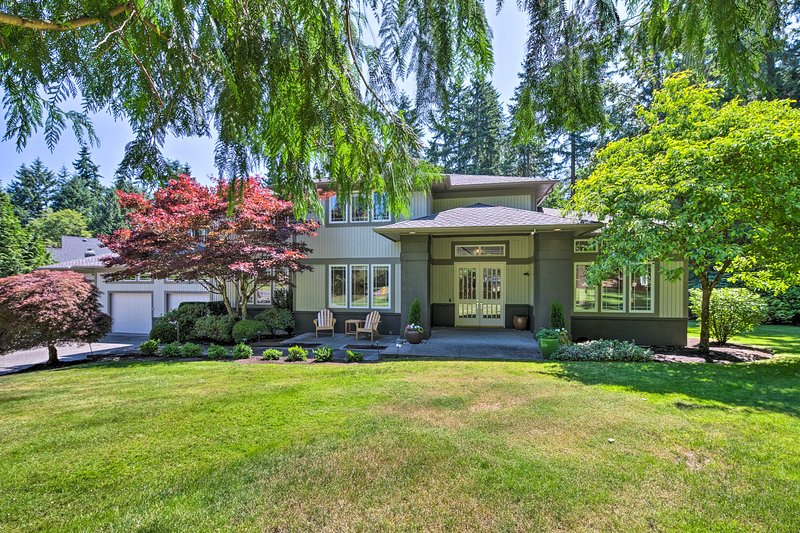Seattle Home w/ Fire Pit & Pvt Putting Green, location de vacances à Woodinville