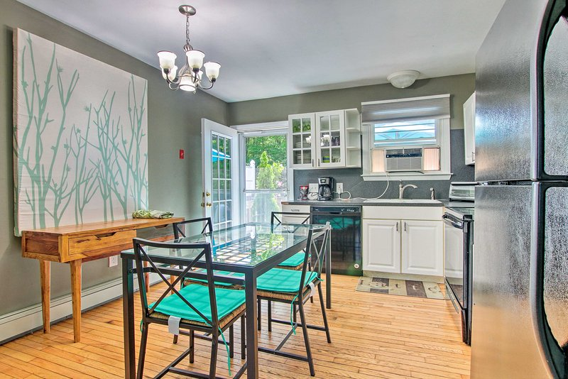 You'll be treated to great amenities such as a fully equipped kitchen.