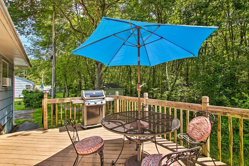 Enjoy the simple pleasure of life from this Narragansett vacation rental house.