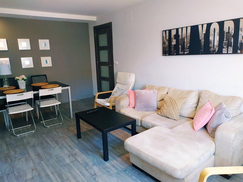 Apartamento luminoso y bien comunicado, holiday rental in Los Palacios y Villafranca