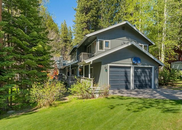 Tahoe Family Home, close to Heavenly and the lake, 6BR, hot tub, BBQ (SL241), vacation rental in Markleeville