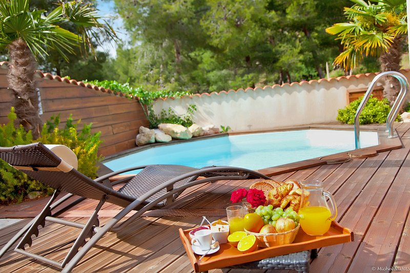 Villa 90 m² au calme avec Piscine et Jardin Privé. Plage et Centre ville à 800 m, aluguéis de temporada em Chateauneuf-les-Martigues