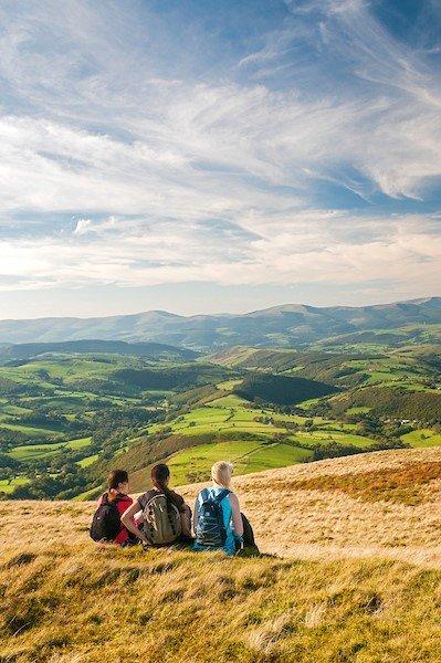 Leve sua câmera, um piquenique e explore a beleza oculta das Montanhas Cambrianas