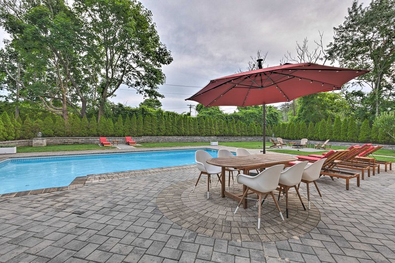 Modern Hampton Bays House w/Pool & Bay Rights!, vacation rental in Hampton Bays