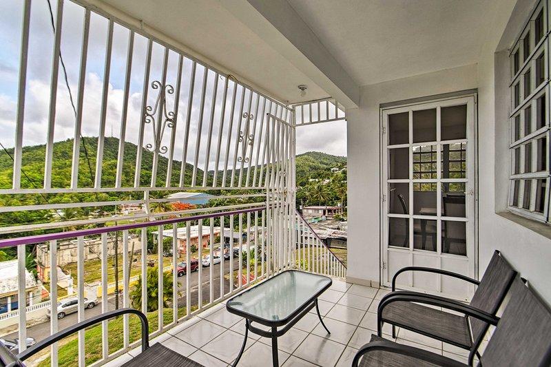 Hilltop Luquillo Home - 5 Mi to El Yunque Frst, vacation rental in Luis M. Cintron