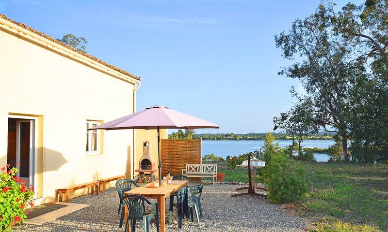 F3 en pleine nature très calme, proche d'un lac, à 7 km des plages, clim, Wifi., vacation rental in Aleria