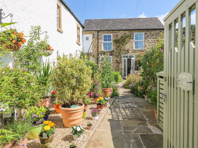 GARDEN COTTAGE, holiday rental in Calver
