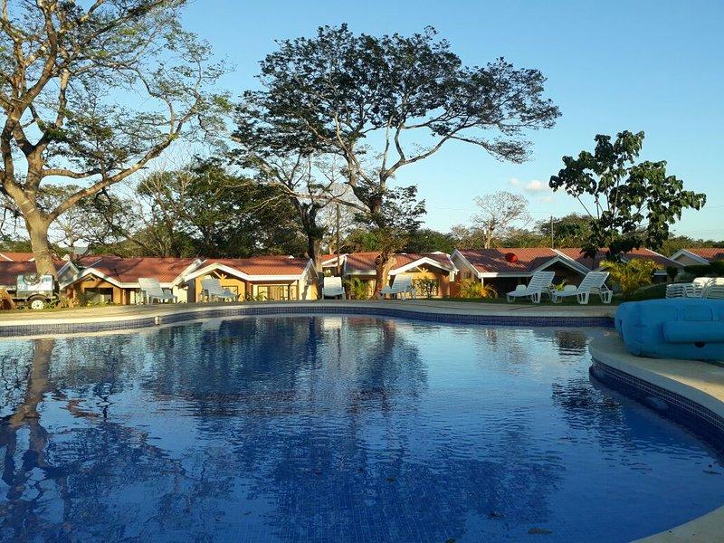 Villa Tipo 1 - 2 Dormitorios (6pax), holiday rental in Santa Cruz