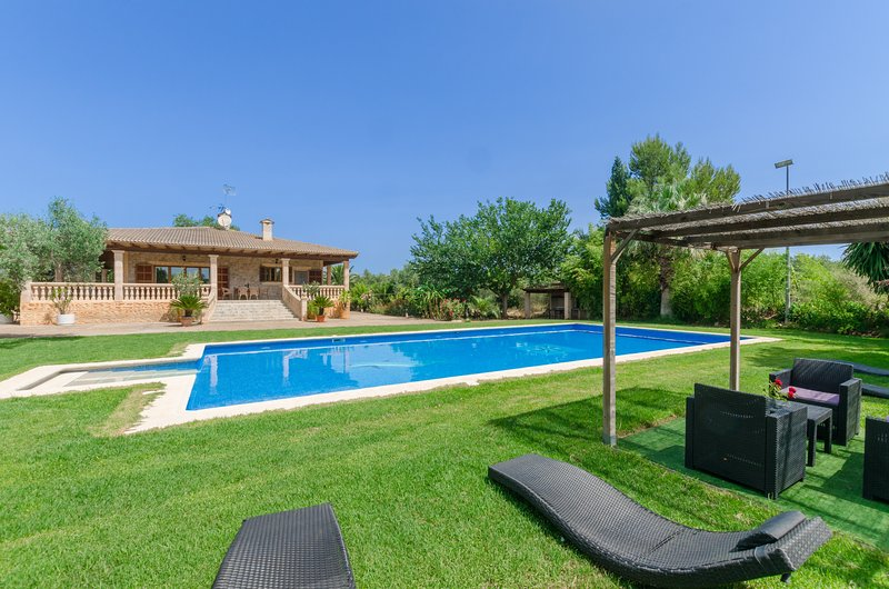 CAN BERGUINS - Villa for 6 people in Buger, vacation rental in Buger