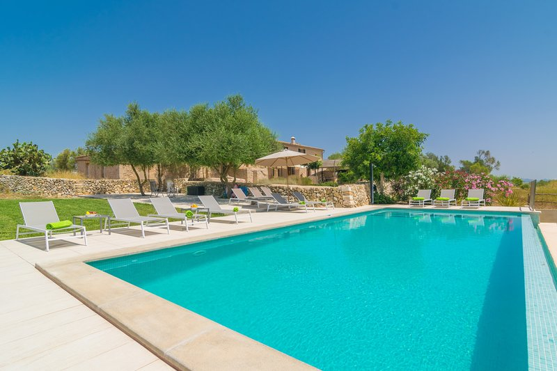 CASES DALCUDIARROM - Villa for 12 people in Vilafranca de Bonany, holiday rental in Vilafranca de Bonany