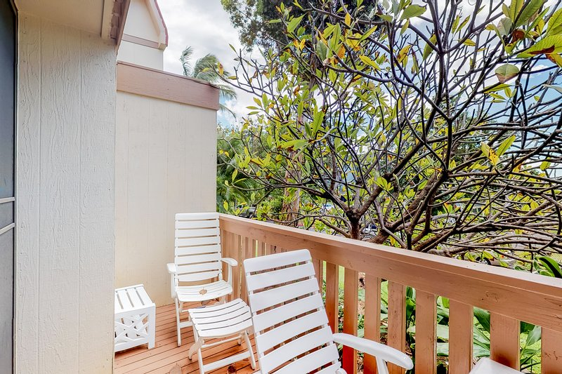 Quiet & comfortable condo w/ furnished balcony & shared pool - near beach & golf, location de vacances à Makaha