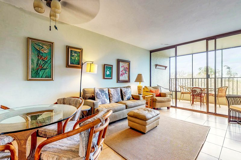 Waterfront condo w/ shared pool & private lanai- steps to shops & restaurants! Chalet in Hawaii Mauna Kea