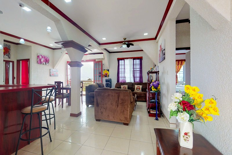 Charming getaway in the heart of Belize City with free WiFi & home comforts!, holiday rental in Belize City