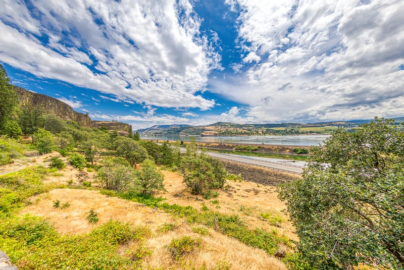 Large, family friendly home w/ great Columbia River views - near hiking!, holiday rental in Parkdale