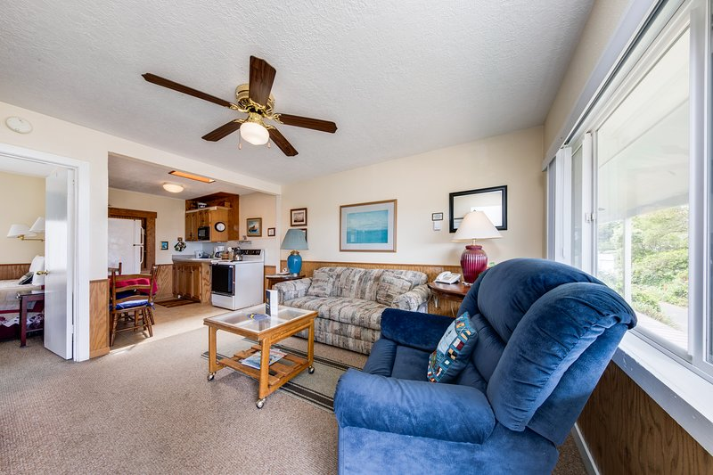 NEW LISTING! Ocean view motel suite w/ full kitchen - near downtown - dogs OK, vacation rental in Depoe Bay