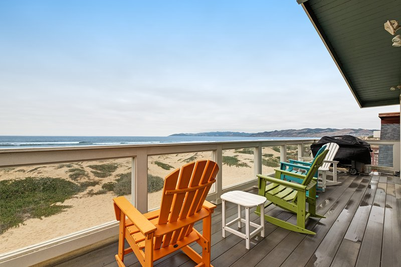 Beachfront home w/ private hot tub, amazing ocean views & two-level deck!, location de vacances à Oceano