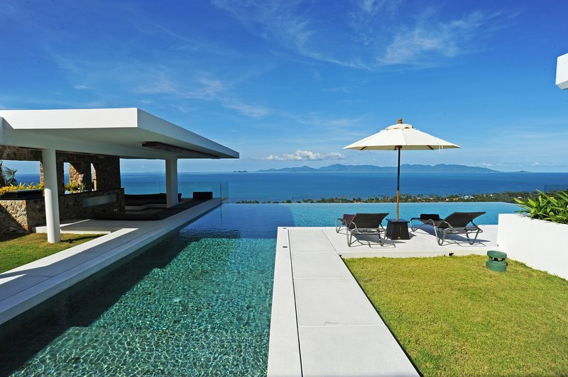 50% OFF | Villa Blue View Luxe Contemporary Ocean View Retreat, holiday rental in Mae Nam
