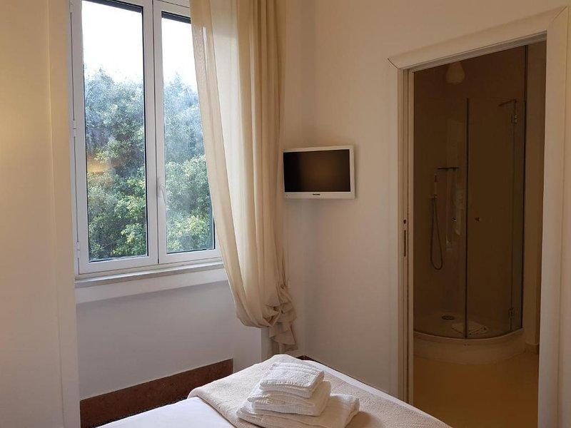 Le Stanze di Piazza Cairoli - Camera Singola Standard, holiday rental in San Filippo del Mela