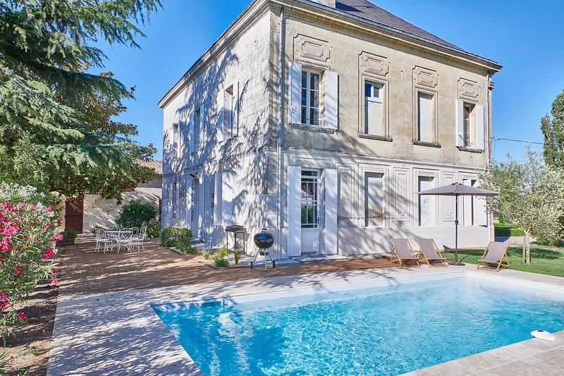 New: Luxurious Wine Estate Saint-Emilion Grand Cru with swimming pool, casa vacanza a Saint-Etienne-De-Lisse