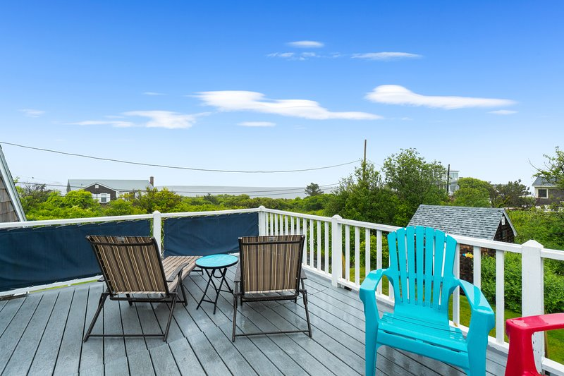 Ocean view home w/ furnished decks, a full kitchen, & golf nearby! Dogs welcome!, holiday rental in Cape Ann