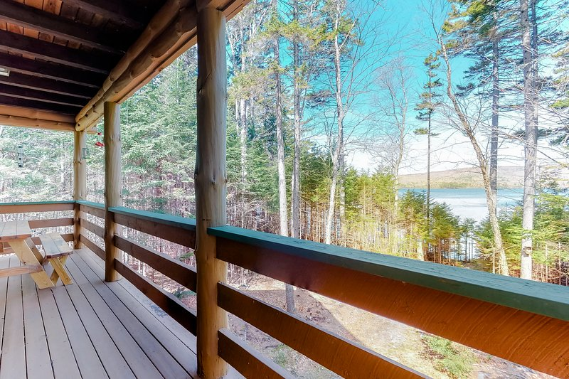 Lakefront home w/ pristine views! Outdoor firepit and full kitchen!, holiday rental in Monson