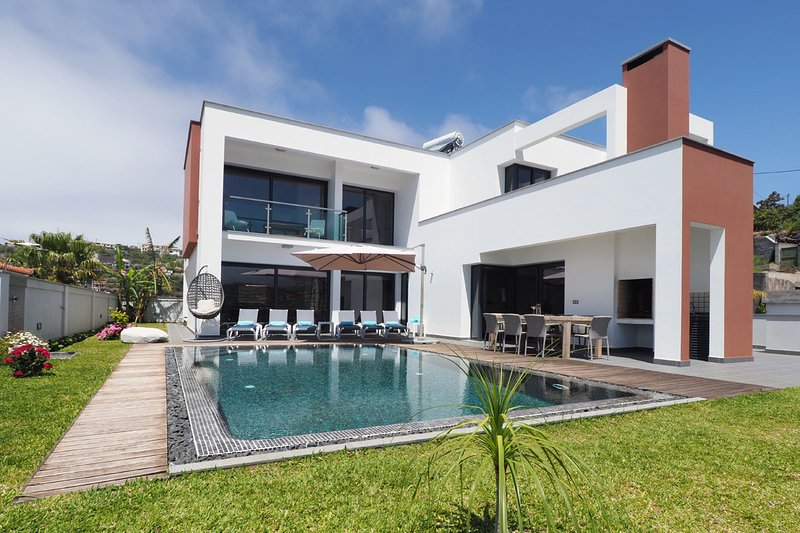 Luxury Villa with heated pool for up to 8 people, Ferienwohnung in Canhal