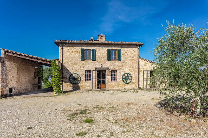 Stunning Tuscan views from traditional farmhouse 10mins to downtown Siena – semesterbostad i Siena