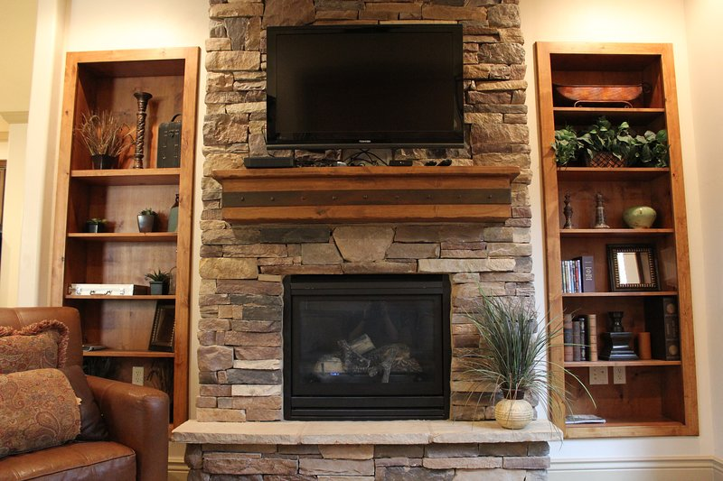Living Room w/ Fireplace and Tv