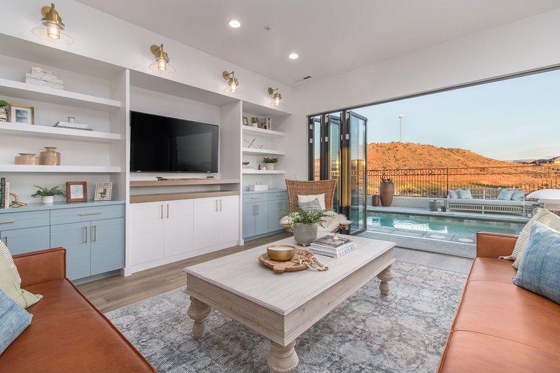 Living room/pool