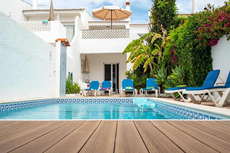 Casa Luz Beach.. 50 paces to the beach !, holiday rental in Bensafrim