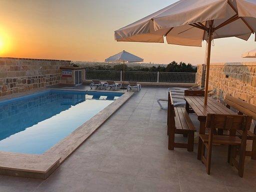 Villa Mercury - Modern villa with private pool and sensational views, alquiler de vacaciones en Isla de Malta