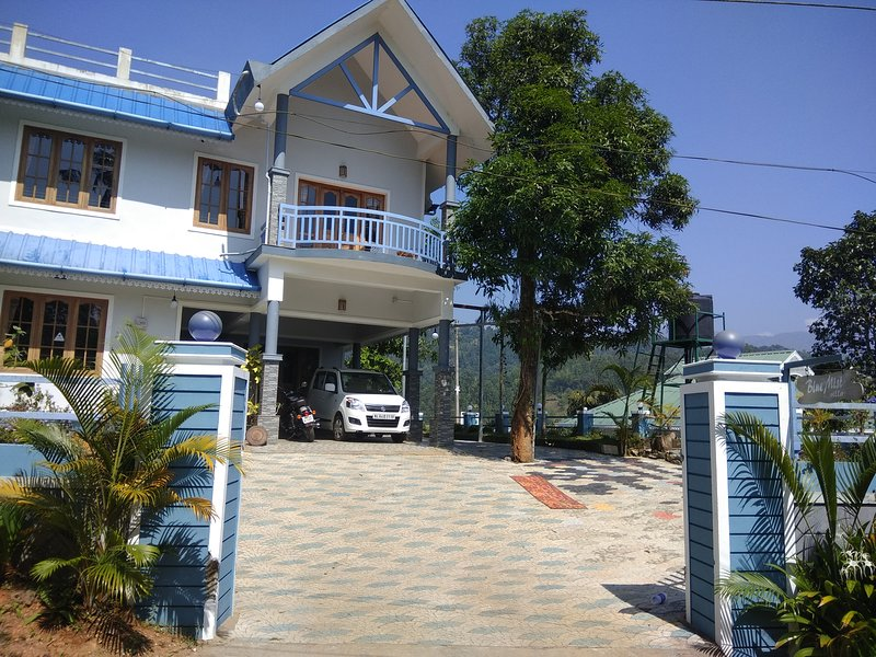 4 Bedroom Villa with Balcony Mountain View, holiday rental in Idukki District