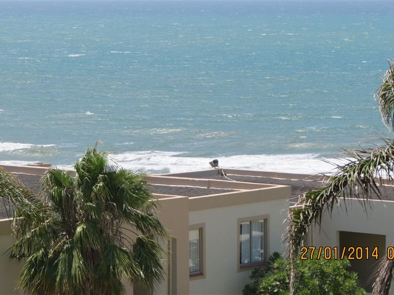 Sea View Apartment in Picturesque Uvongo with direct beach access, holiday rental in Ramsgate