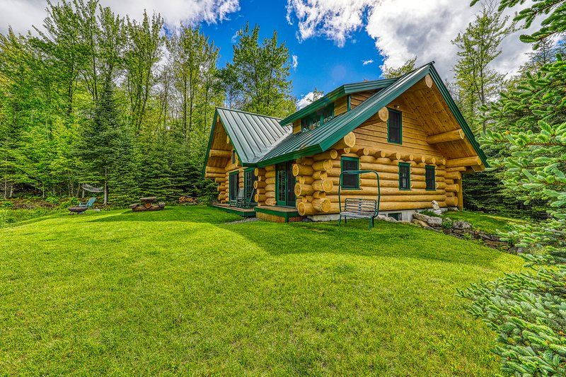 Dreamy, dog-friendly cabin home near Cannon Mountain Ski Resort!, vacation rental in Lower Waterford