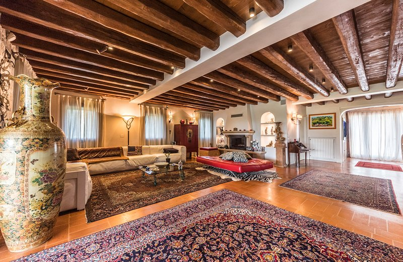 Burano Villa Sleeps 8 with Pool and Air Con - 5809347, vacation rental in Zenson di Piave