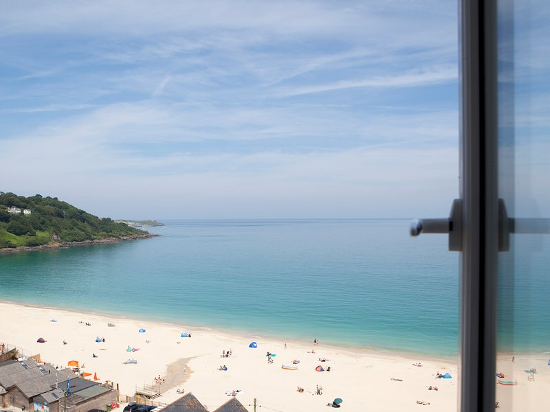 SERENA, luxury penthouse, balcony, near St Ives, Ref 964140, vacation rental in Angarrack