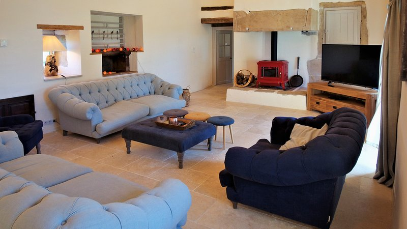 Puylagarde Villa Sleeps 18 with Pool and Air Con - 5809343, holiday rental in Saint Projet
