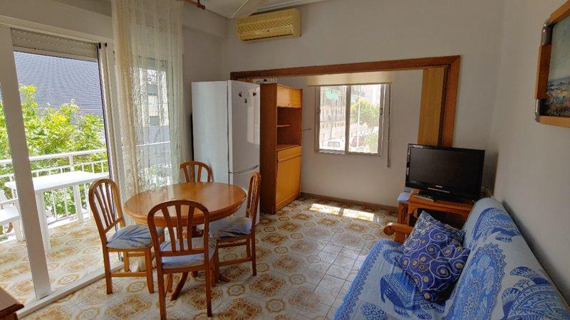 Apartamento luminoso 2ª linea del mar y el Paseo., holiday rental in Grau i Platja