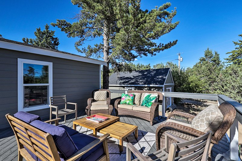 Updated Prescott House w/ Large Deck & Views!, casa vacanza a Skull Valley