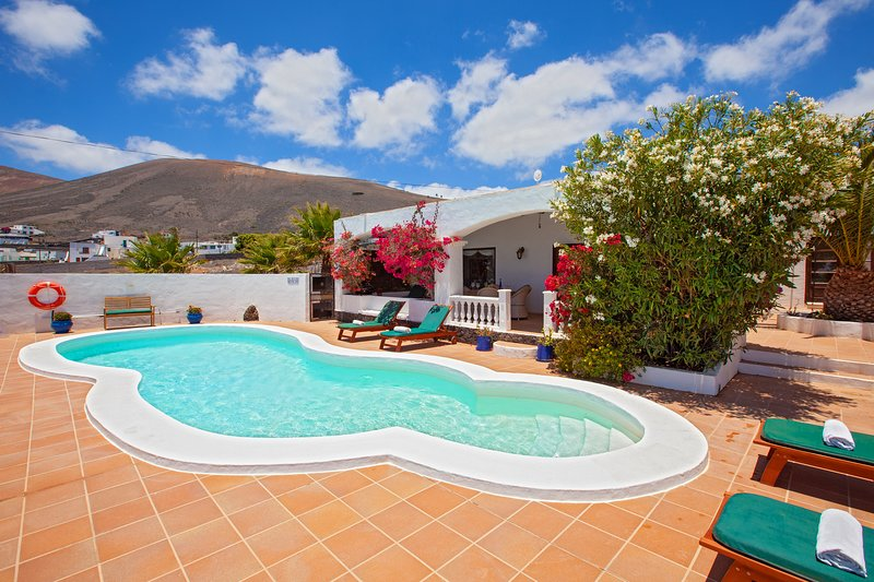CASTILLO DUNE  NEAR PUERTO DEL CARMEN, holiday rental in La Geria