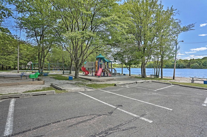 There is also a park, ideal for the kiddos!