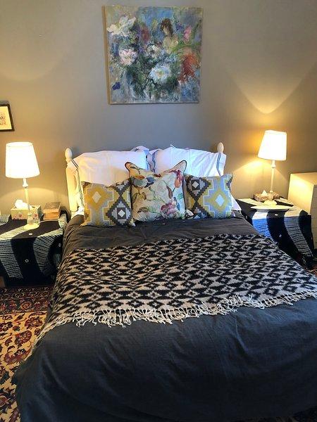 Een van de zeer comfortabele ruime tweepersoonskamers