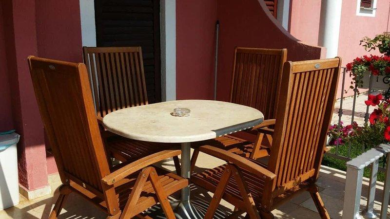 Vrvari Apartment Sleeps 4 with Air Con - 5809762, location de vacances à Varvari
