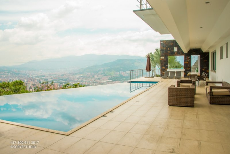 Pool Mansion View Infinity Pool Medellin !, vacation rental in Envigado