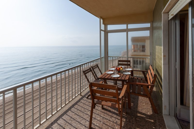 CHAMBERI - Apartment for 6 people in Playa De Tavernes, holiday rental in Manuel
