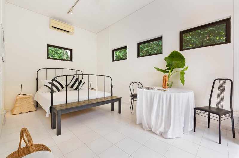 Quiet Tropical Garden Bedroom Suite on Landed Property, vacation rental in Jurong