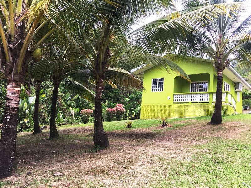 Nature Lovers Cottage near Private Beach, Ferienwohnung in Trinidad