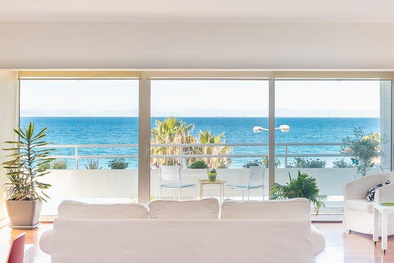Amazing Beach Apt Panoramic View next to Marina Alimos, holiday rental in Paleo Faliro